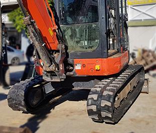 Camso-rubber-tracks-excavator